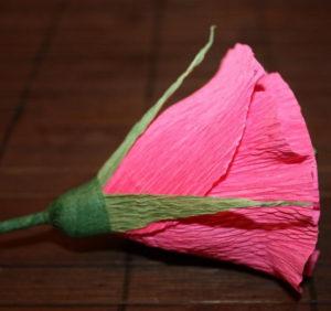 Гофрированные цветы с конфетами своими руками (2)