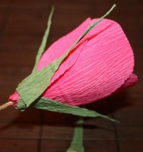 Гофрированные цветы с конфетами своими руками (41)
