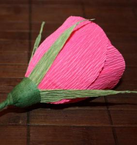 Гофрированные цветы с конфетами своими руками (42)