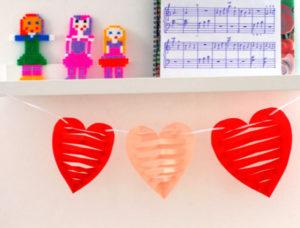 Как делать сердечки из бумаги (29)