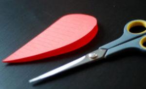 Как делать сердечки из бумаги (34)