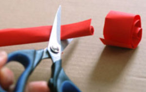 Как делать сердечки из бумаги (46)