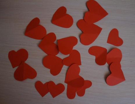 Как делать сердечки из бумаги (49)