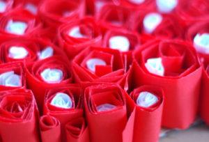 Как делать сердечки из бумаги (5)