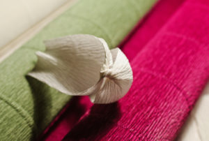 Крокусы из гофрированной бумаги (17)