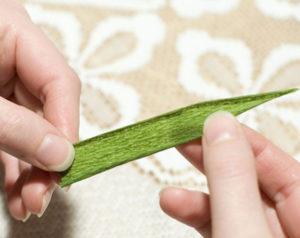 Крокусы из гофрированной бумаги (7)
