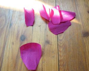 Пионы из гофрированной бумаги (15)