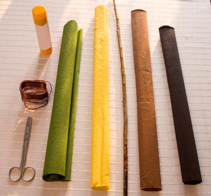 Подсолнух из гофрированной бумаги (3)