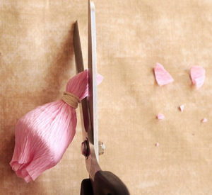 Роза из гофрированной бумаги (11)