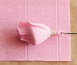 Роза из гофрированной бумаги (13)