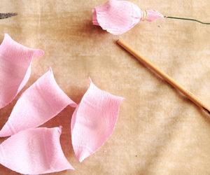 Роза из гофрированной бумаги (17)