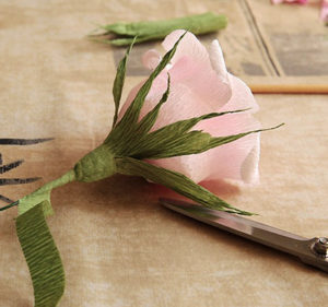 Роза из гофрированной бумаги (28)
