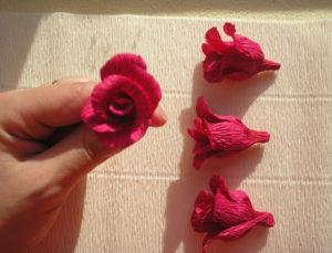 Розы из гофрированной бумаги пошагово (13)