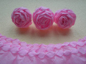 Розы из гофрированной бумаги пошагово (33)
