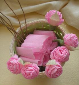 Розы из гофрированной бумаги пошагово (34)