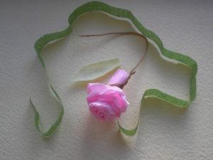 Розы из гофрированной бумаги пошагово (42)
