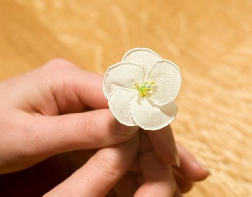 Цветы из гофрированной бумаги для начинающих (13)