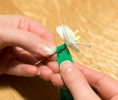 Цветы из гофрированной бумаги для начинающих (14)
