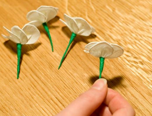 Цветы из гофрированной бумаги для начинающих (15)