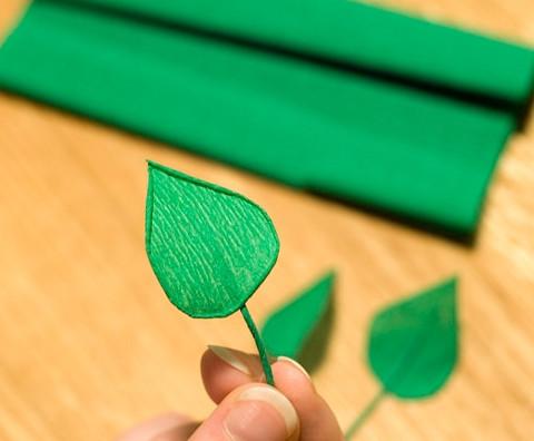 Цветы из гофрированной бумаги для начинающих (19)