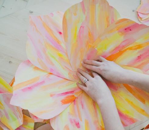 Большие цветы своими руками.