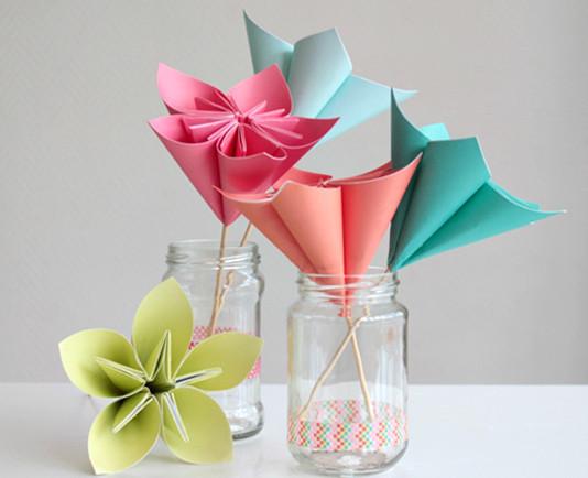 Как делать цветы из бумаги.