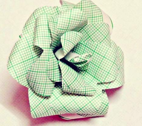 Как сделать розу из бумаги своими руками.