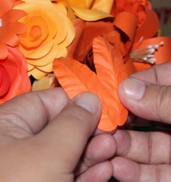 Лилии из бумаги.