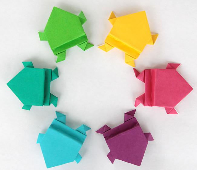 Лягушка оригами.