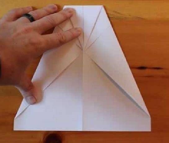 Как сделать самолётик из бумаги.