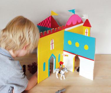 Замок из коробок для детей