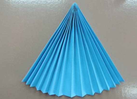 Поделки своими из бумаги сложенной гармошкой