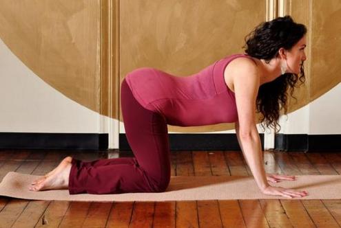 Простая гимнастика для ленивых, которая хорошо устраняет боли в спине...